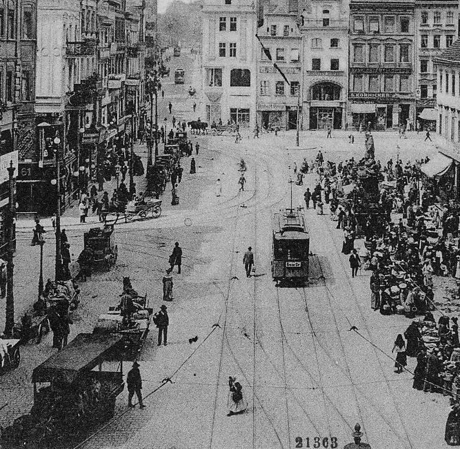 Stary Rynek w Poznaniu, historyczna pętla tramwajowa przy ratuszu, zdjęcie archiwalne
